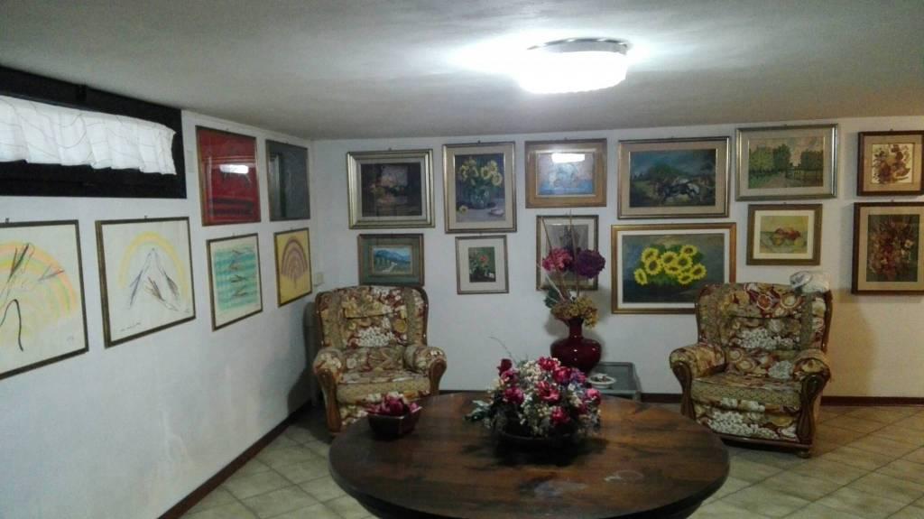 Villa in Vendita a Ravenna Centro: 5 locali, 374 mq