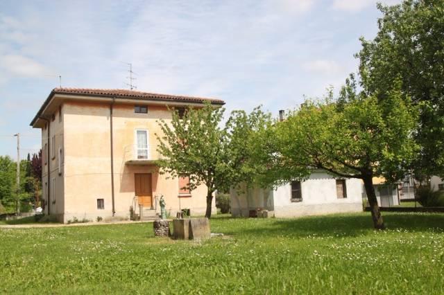 Romans d'Is. - Villa indipendente con capannone e terreno