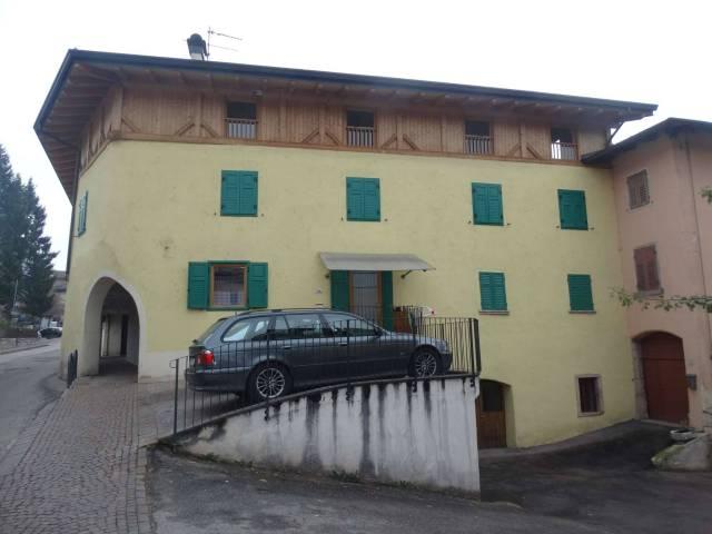 Appartamento in buone condizioni parzialmente arredato in vendita Rif. 5011736