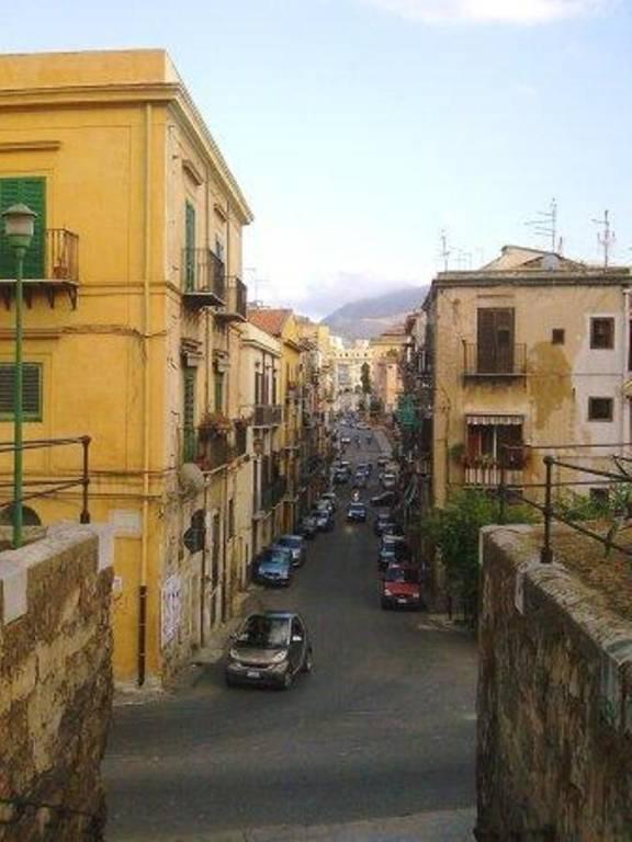 Appartamento in Affitto a Palermo Centro: 3 locali, 65 mq