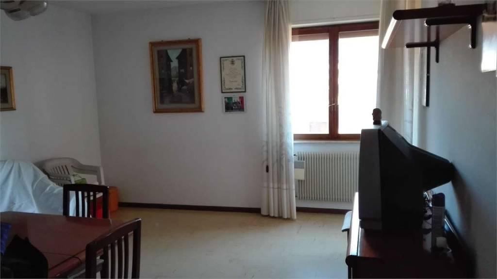 Appartamento in buone condizioni in vendita Rif. 8369006