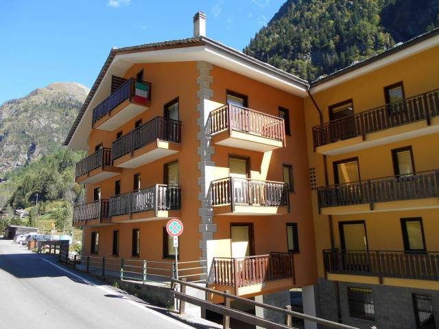 Appartamento in buone condizioni arredato in vendita Rif. 4949859