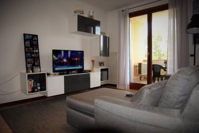 Appartamento in ottime condizioni parzialmente arredato in vendita Rif. 4326590