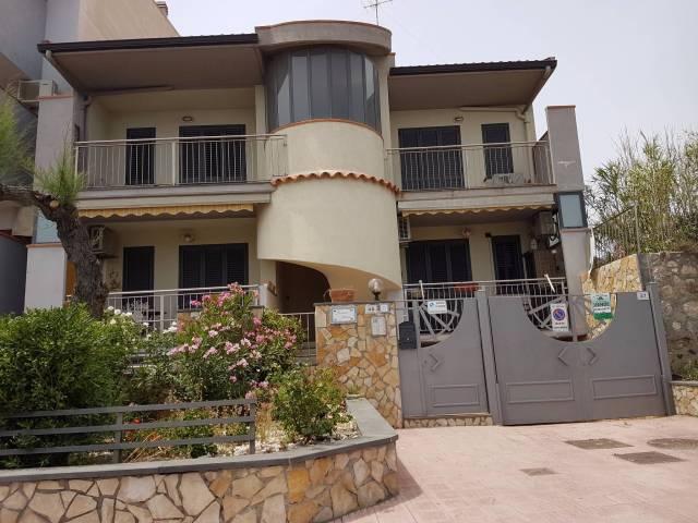 Appartamento in ottime condizioni parzialmente arredato in vendita Rif. 4264582