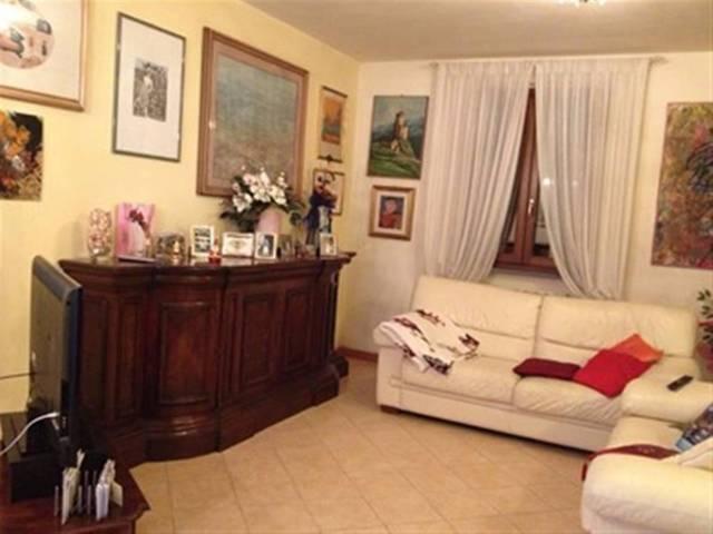 Villa in vendita a Montecarlo, 9999 locali, prezzo € 340.000   CambioCasa.it