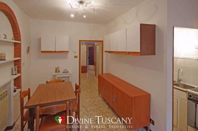 A549 - Appartamento con giardino e garage a Radicofani