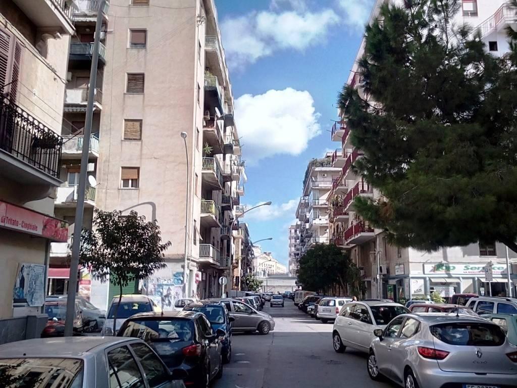 Negozio-locale in Vendita a Palermo Centro: 5 locali, 300 mq