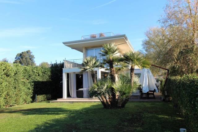Villa 6 locali in vendita a Massa (MS)