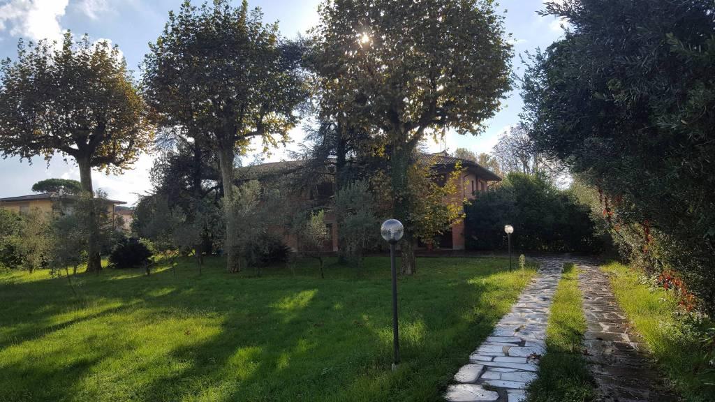 Villa in Vendita a Pietrasanta Semicentro:  5 locali, 400 mq  - Foto 1