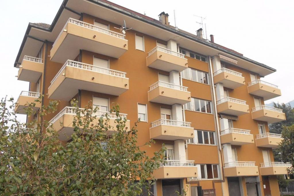Appartamento in buone condizioni in vendita Rif. 8923214
