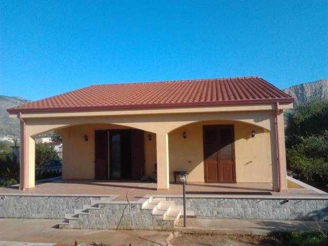 Villa in Vendita a Carini Centro: 5 locali, 300 mq