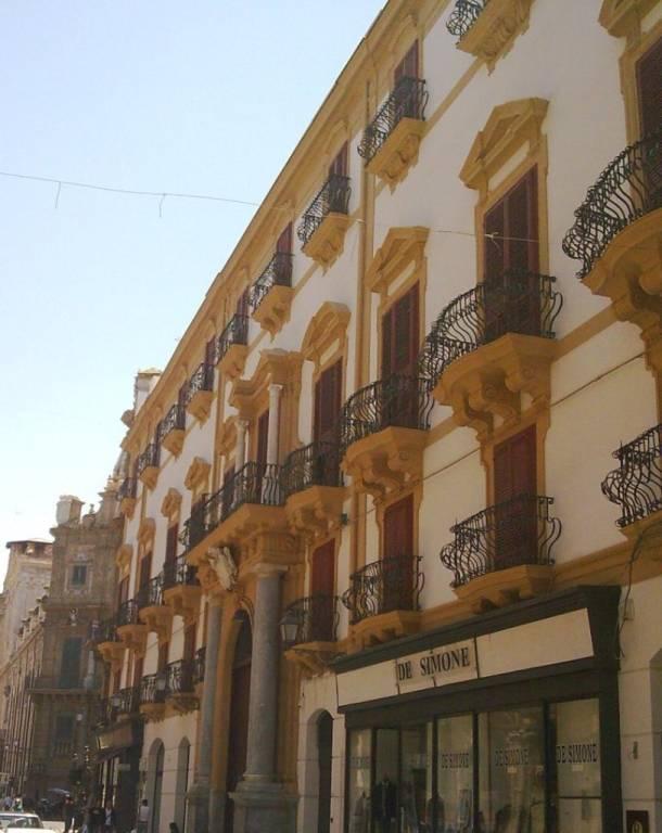 Attivita'-licenza in Vendita a Palermo Centro: 3500 mq