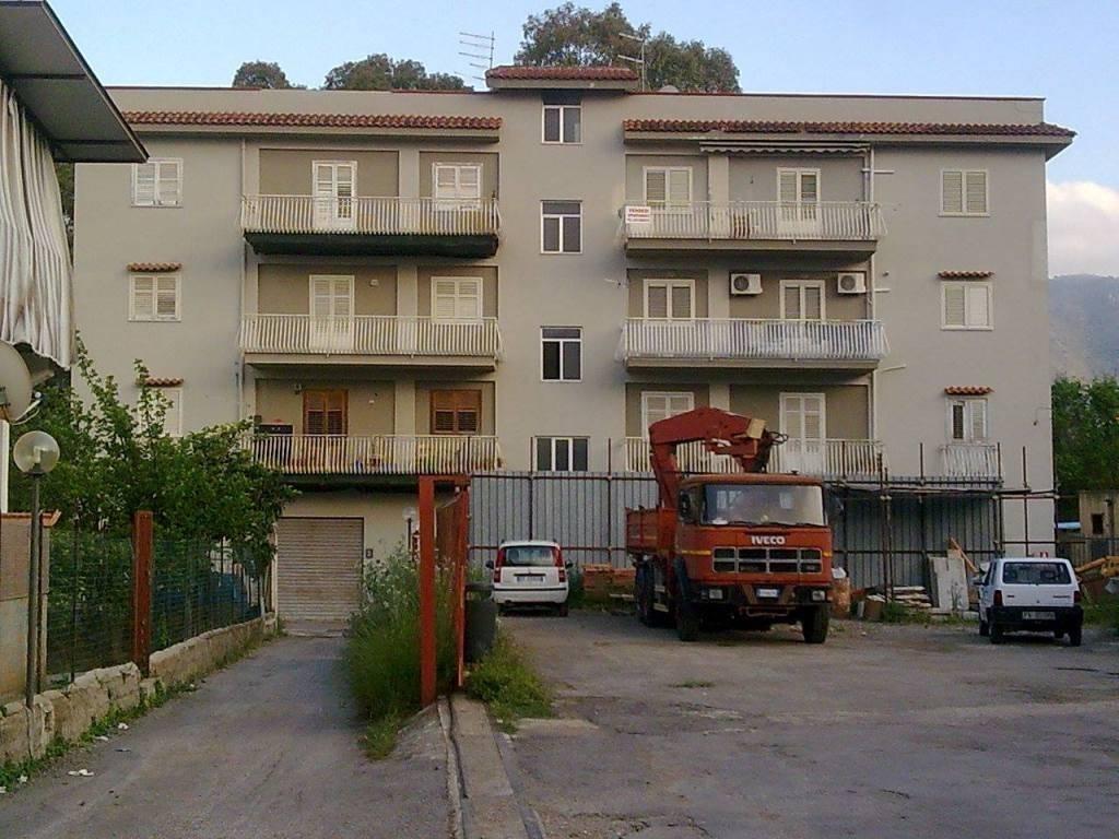 Appartamento in vendita a palermo via santicelli for Appartamento arredato palermo