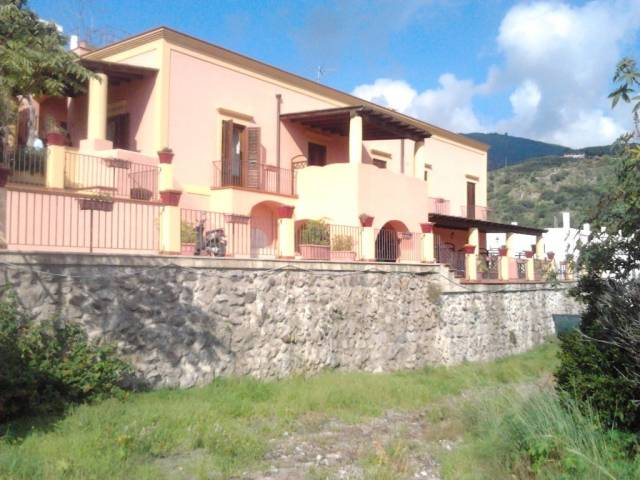 Attivita'-licenza in Vendita a Lipari Centro: 640 mq