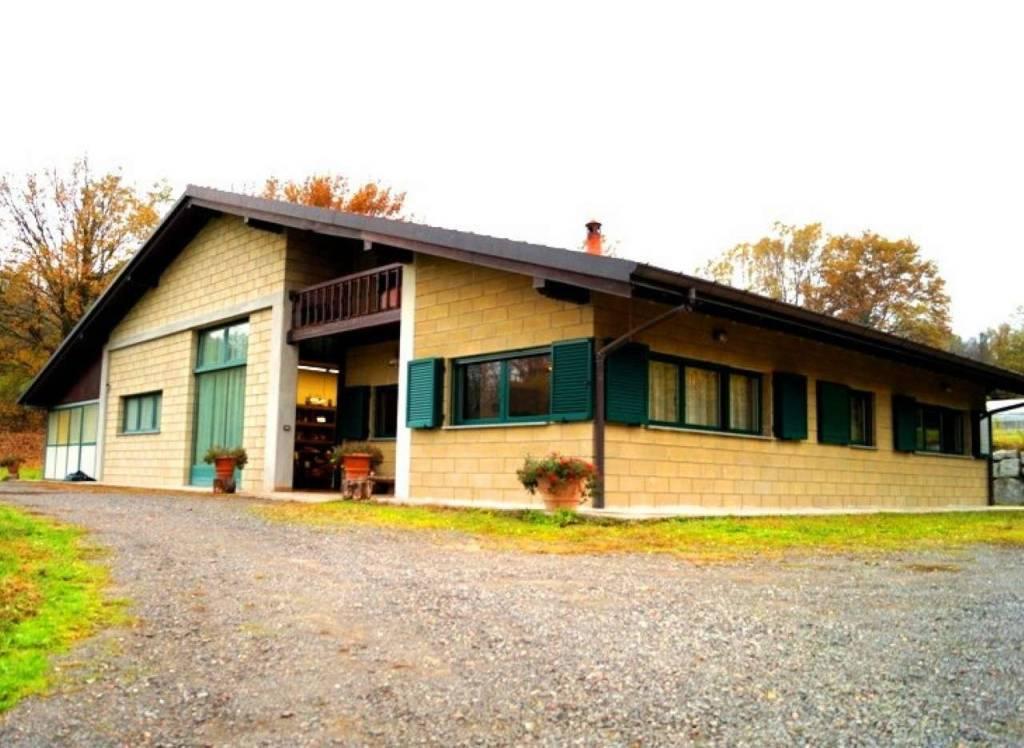 Villa in vendita a Leggiuno, 4 locali, prezzo € 395.000 | CambioCasa.it