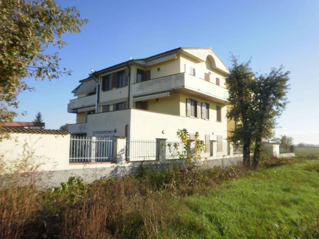 Appartamento in ottime condizioni in vendita Rif. 5023144