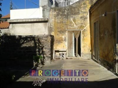 Rustico in vendita a Aci Sant'Antonio (CT)