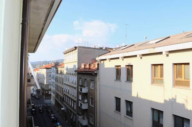 Bilocale Trieste Via Dei Piccardi 13