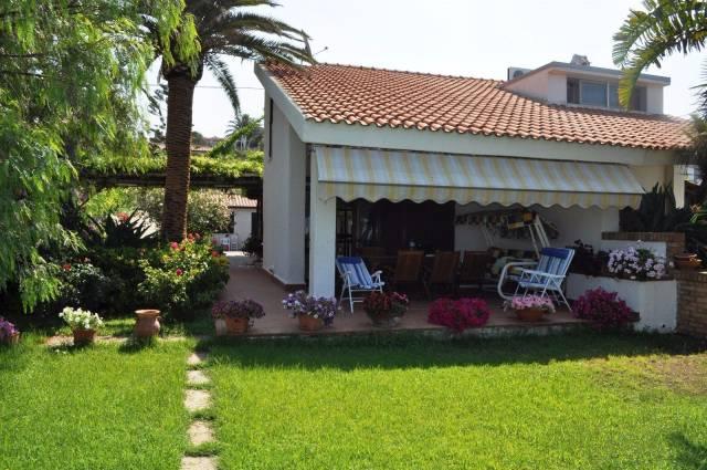 Villa in buone condizioni in vendita Rif. 4390157