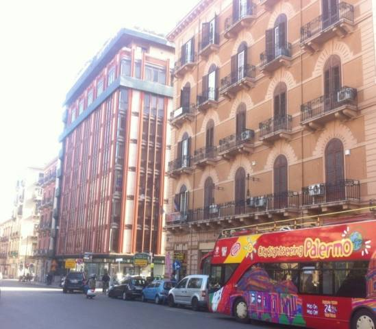 Negozio-locale in Affitto a Palermo Centro: 5 locali, 550 mq