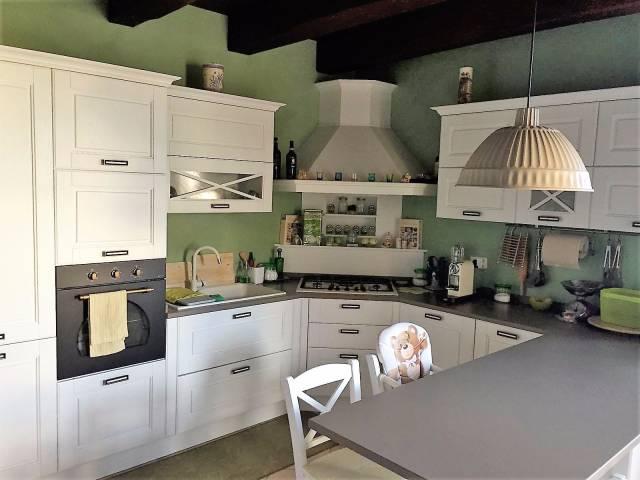 Appartamento in ottime condizioni in vendita Rif. 4391812