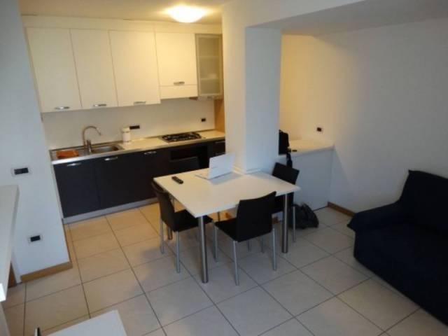 Appartamento in ottime condizioni parzialmente arredato in vendita Rif. 5011754
