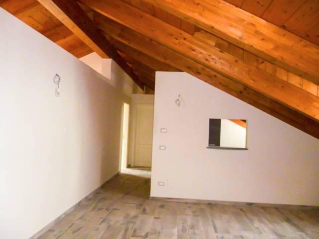 Appartamento in ottime condizioni parzialmente arredato in affitto Rif. 5080605