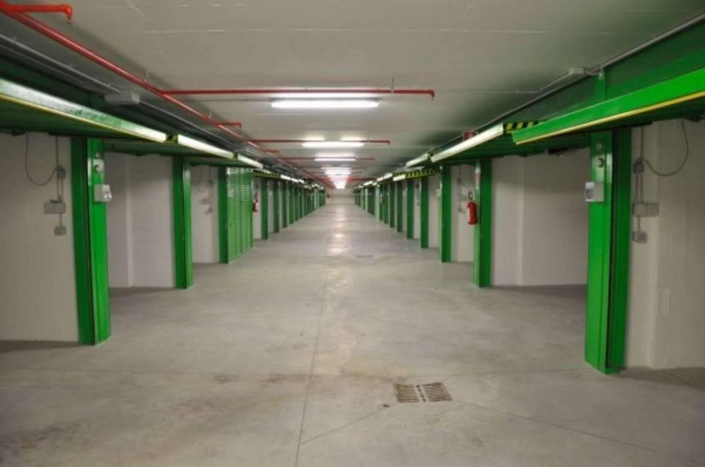 Box / Garage in vendita a Roma, 9999 locali, zona Zona: 20 . Marconi - Ostiense, prezzo € 38.000   CambioCasa.it