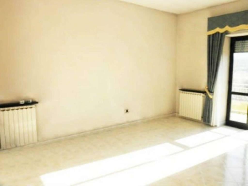 Appartamento in buone condizioni in vendita Rif. 7359695