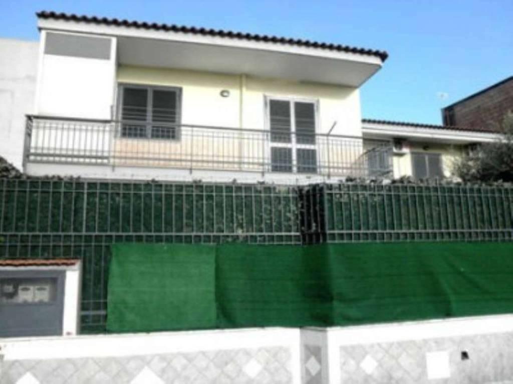 Appartamento in ottime condizioni in vendita Rif. 7359699