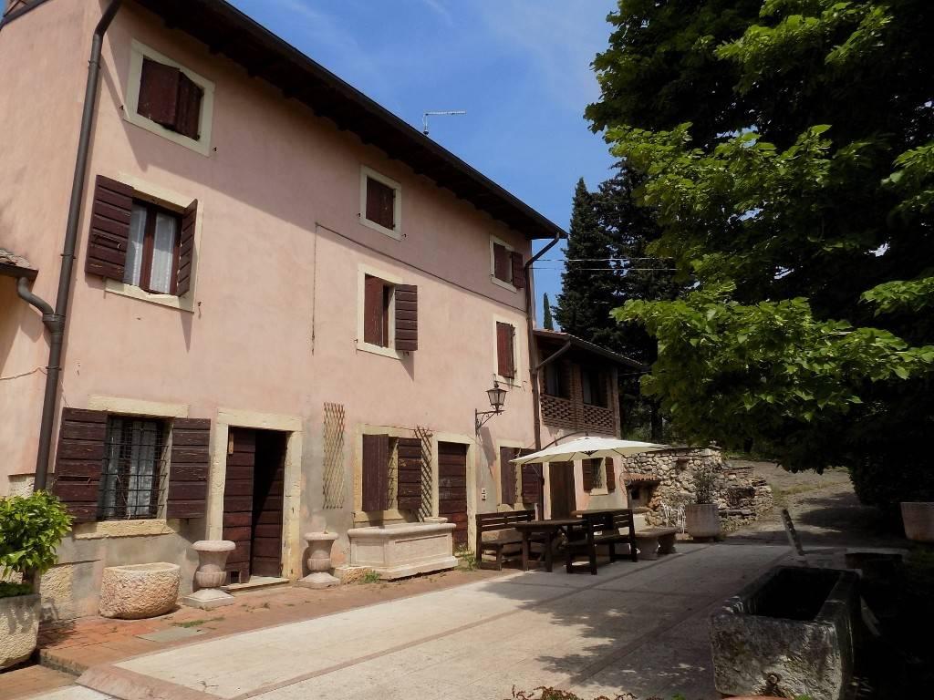 Rustico / Casale in vendita a San Martino Buon Albergo, 10 locali, prezzo € 495.000   CambioCasa.it