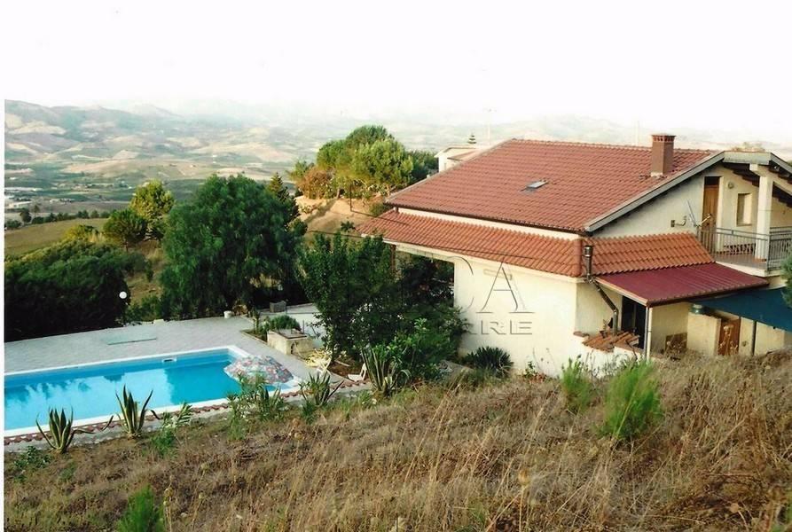 Villa in vendita a Calatafimi Segesta, 6 locali, prezzo € 230.000 | CambioCasa.it