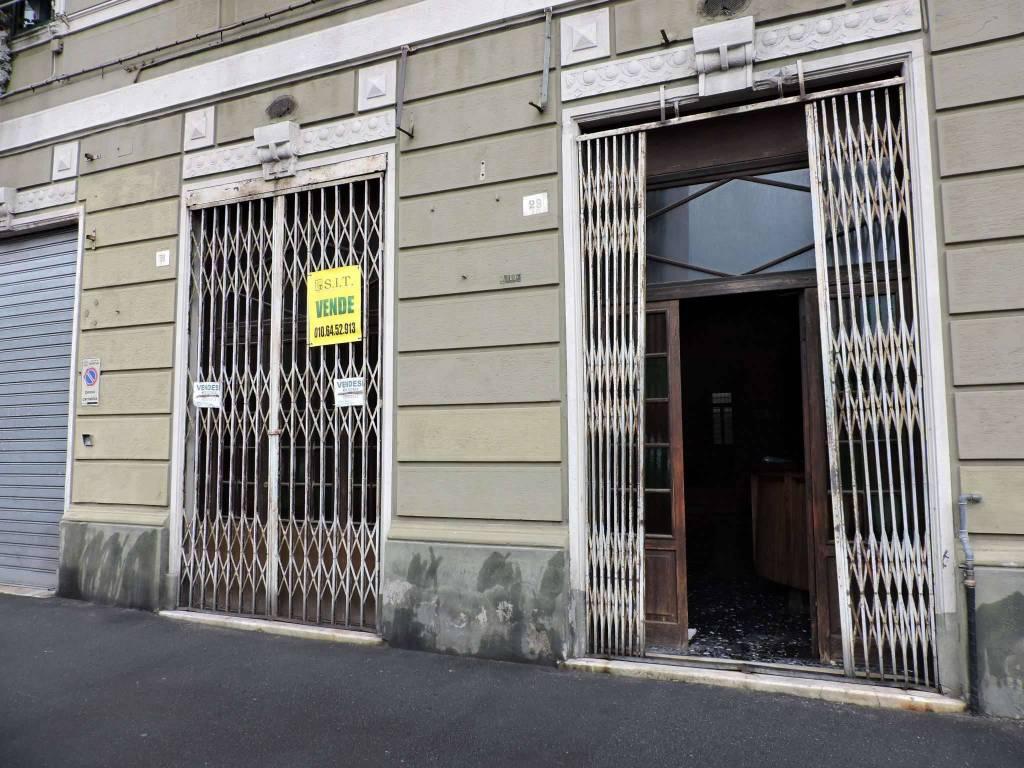 Negozio / Locale in vendita a Genova, 3 locali, zona Zona: 8 . Sampierdarena, Certosa-Rivarolo, Centro Ovest, S.Teodoro, prezzo € 110.000   CambioCasa.it