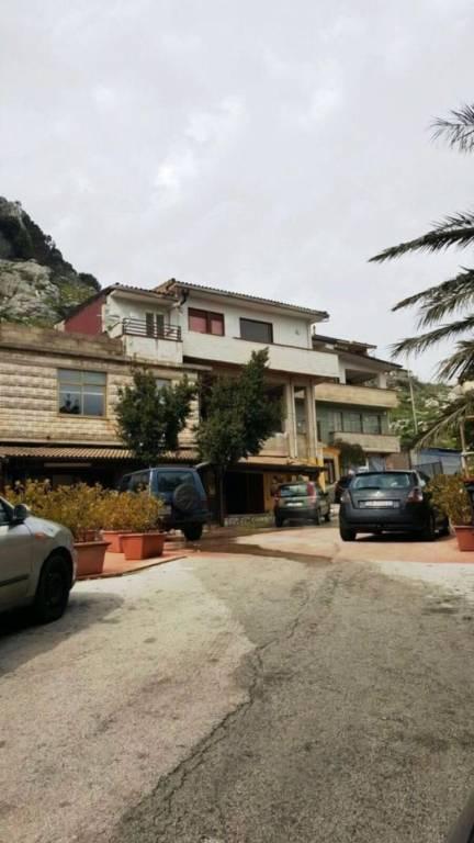 Negozio-locale in Vendita a Monreale Periferia: 5 locali, 250 mq