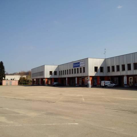 Negozio / Locale in vendita a Isola d'Asti, 9999 locali, prezzo € 1.150.000 | CambioCasa.it