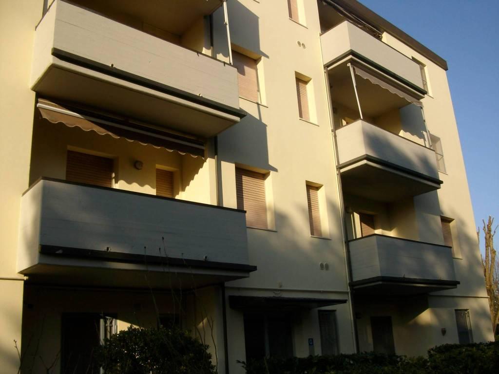Appartamento in buone condizioni arredato in vendita Rif. 9146142