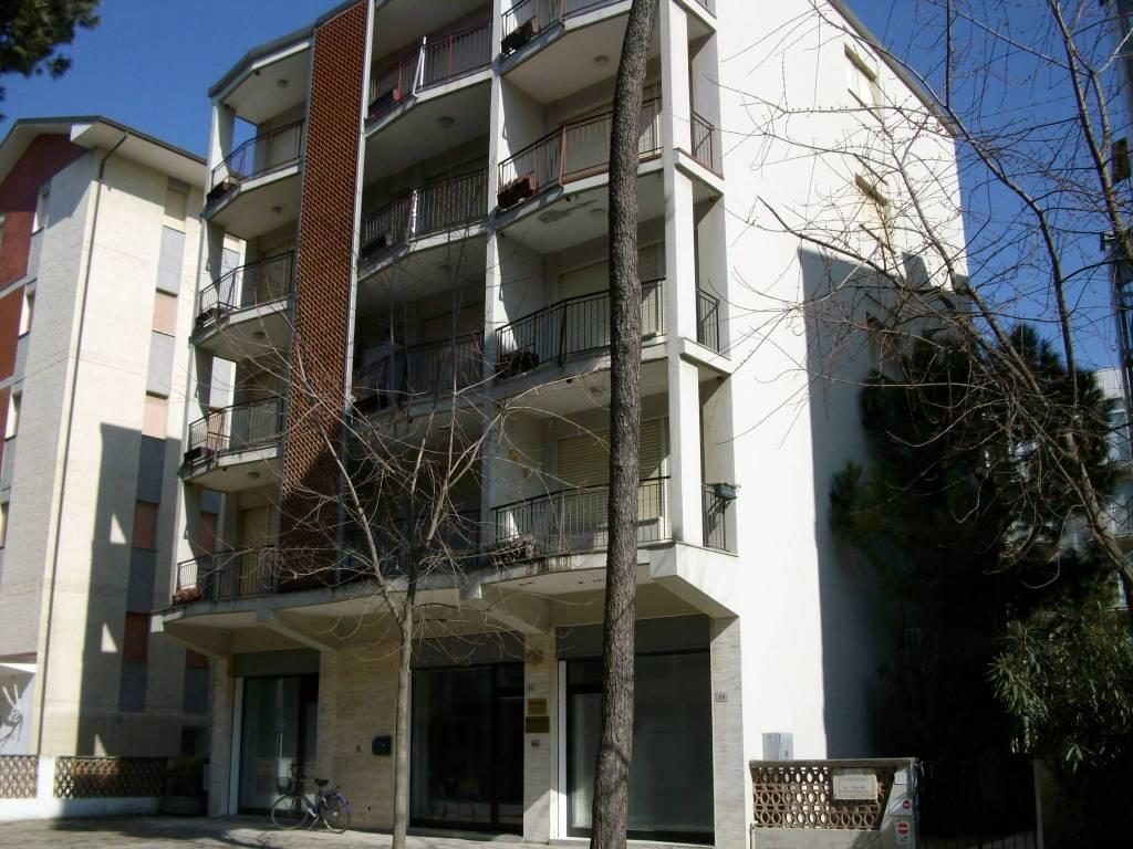 Appartamento in buone condizioni arredato in vendita Rif. 9146143