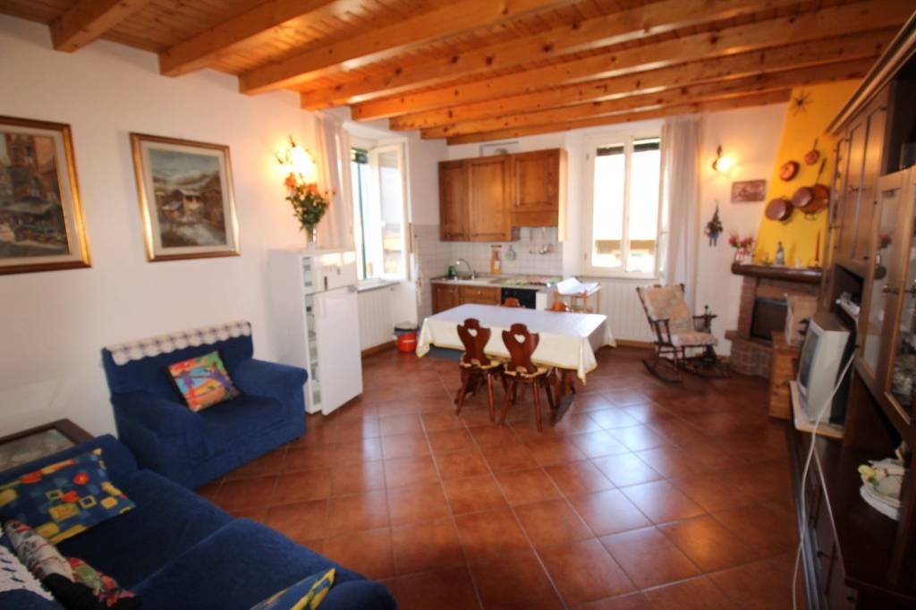 Appartamento in vendita a Songavazzo, 3 locali, prezzo € 129.000 | CambioCasa.it