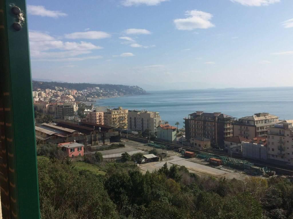 Appartamento in vendita a Cogoleto, 3 locali, prezzo € 178.000 | CambioCasa.it