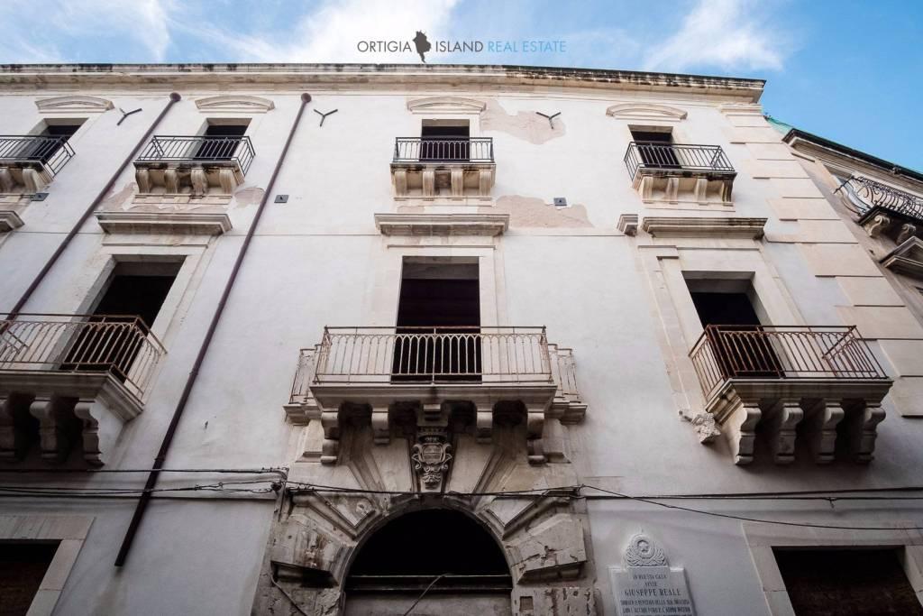Stabile / Palazzo da ristrutturare in vendita Rif. 4377013