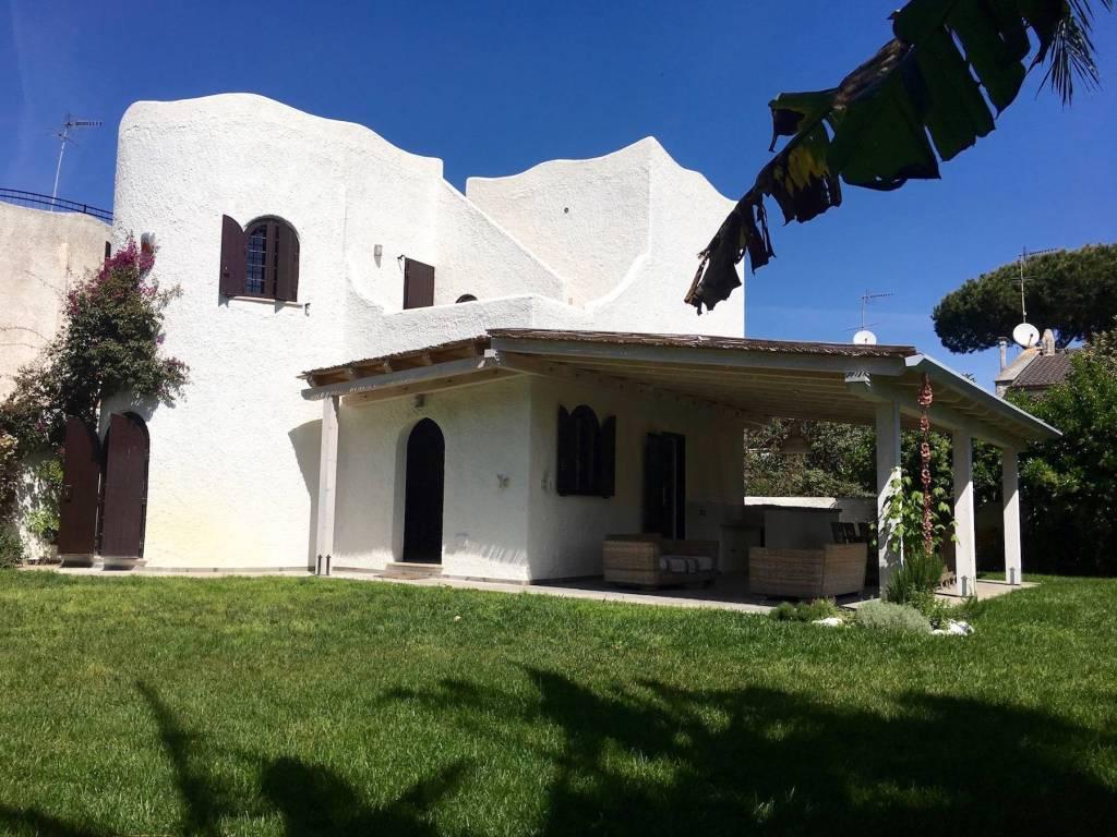 Villa in vendita a San Felice Circeo, 5 locali, prezzo € 599.000   CambioCasa.it