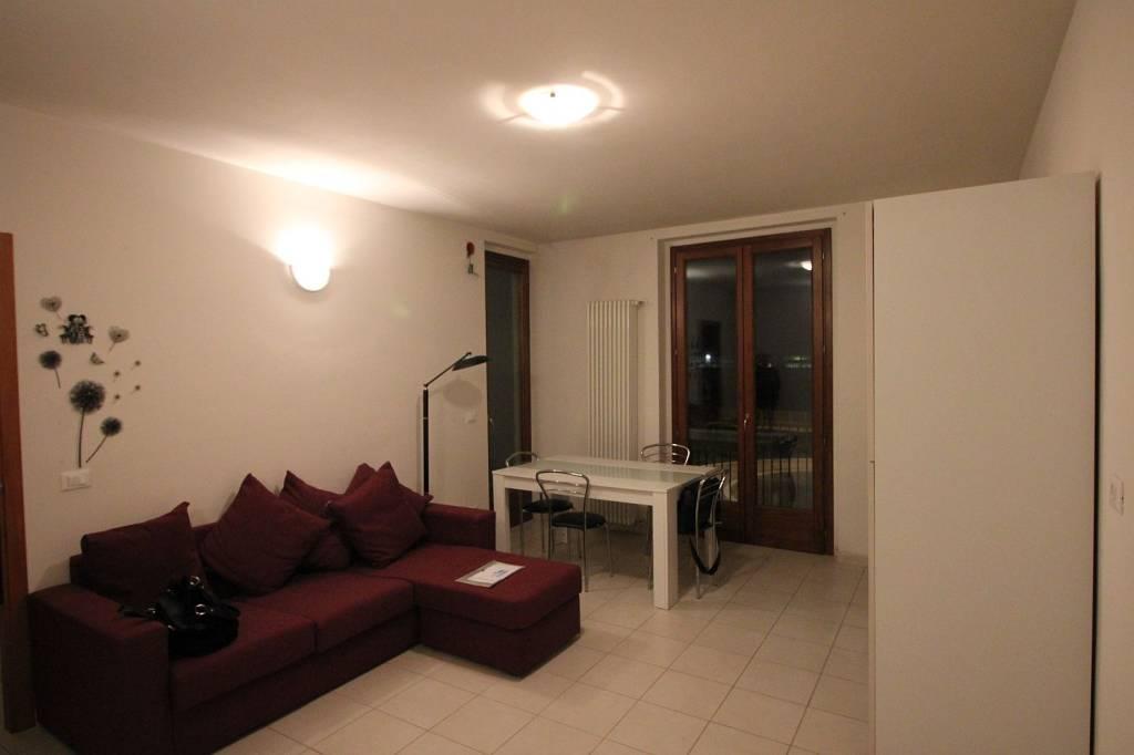 Appartamento in ottime condizioni parzialmente arredato in vendita Rif. 9140355