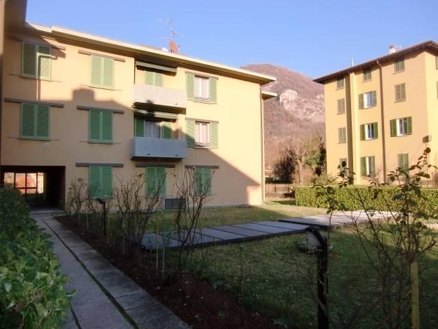 Appartamento in vendita a Canzo, 3 locali, prezzo € 150.000   CambioCasa.it