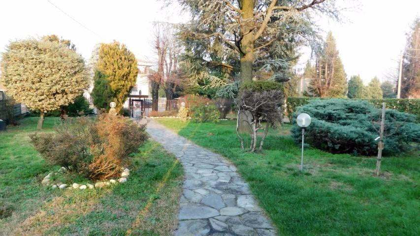 Villa in vendita a Samarate, 6 locali, prezzo € 330.000 | CambioCasa.it
