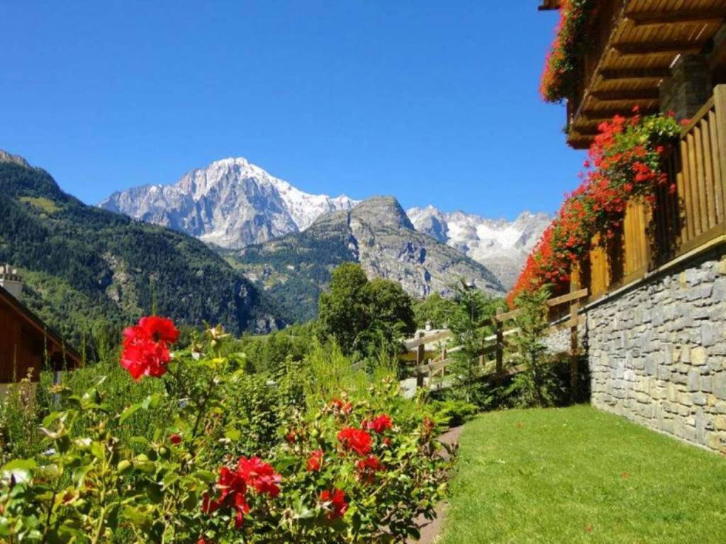 Courmayeur - Courmaison: esclusivo, prestigioso appartamento vista Monte Bianco con giardino e spa
