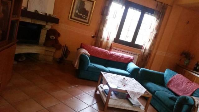 Villa in vendita a Nemi, 6 locali, prezzo € 240.000   CambioCasa.it