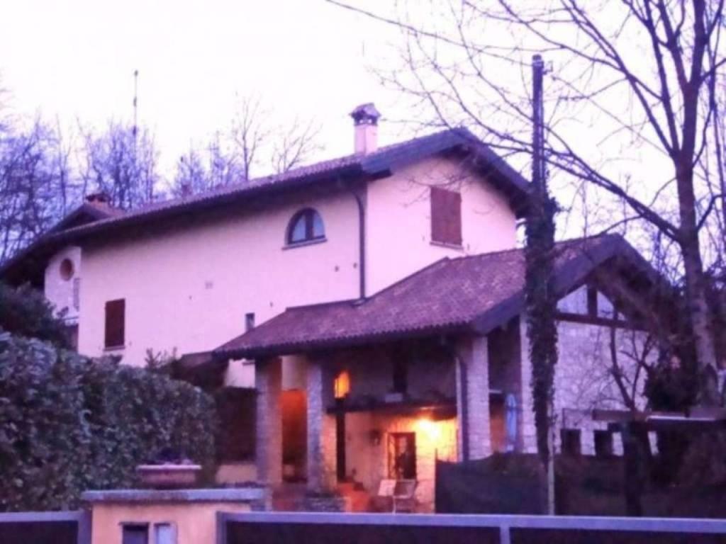 Soluzione Indipendente in vendita a Viggiù, 4 locali, prezzo € 249.000   CambioCasa.it
