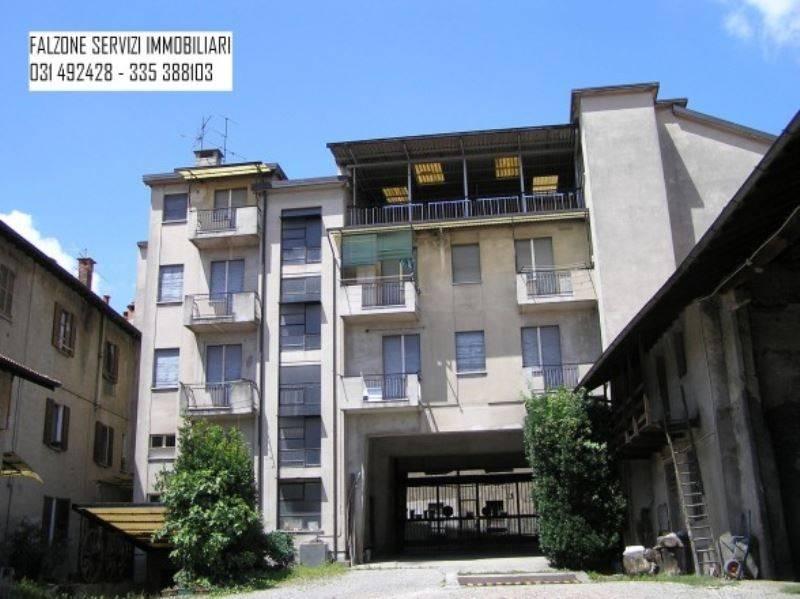Palazzo / Stabile in Vendita a Fino Mornasco