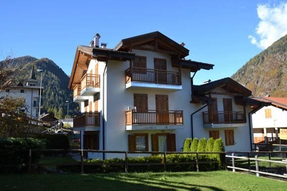 Appartamento in buone condizioni arredato in vendita Rif. 4240043
