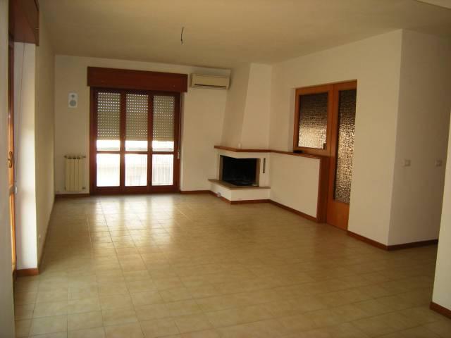 Appartamento in vendita a Itri, 4 locali, prezzo € 200.000   Cambio Casa.it